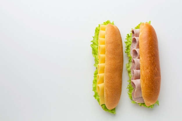 Sandwiches frescos con espacio de copia
