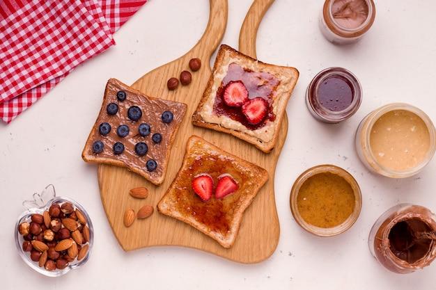 Sándwiches de mantequilla de maní y mermelada