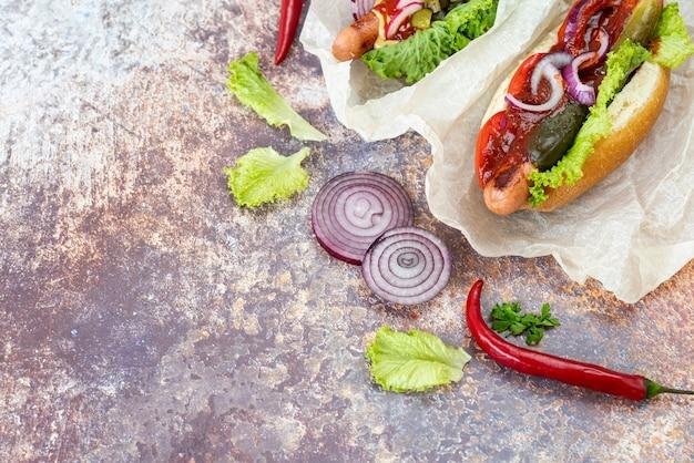 Sandwiches de vista superior con chiles