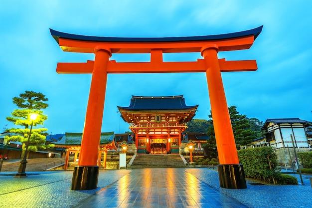 Santuario fushimi inari en kioto, japón