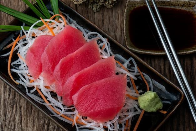 Sashimi de atún al estilo japonés.