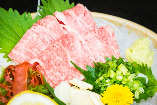 Sashimi de carne cruda y fresca de matsusaka