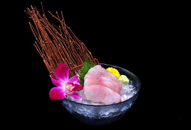 Sashimi de pescado japonés tai