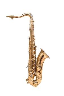 El saxo tenor saxofón dorado sobre fondo blanco.