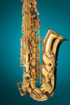 Saxofón - instrumento clásico de saxofón alto dorado