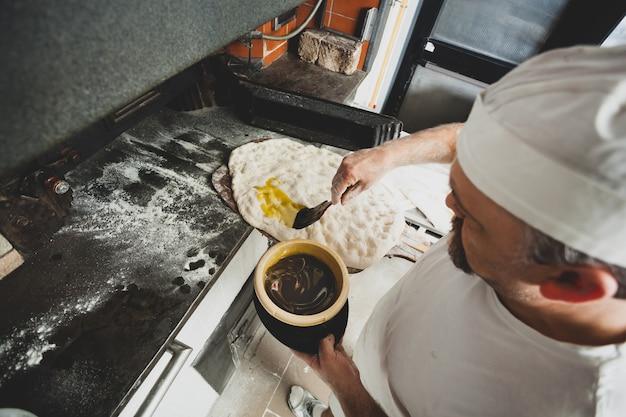Schiacciata es un tipo de pan hecho en toscana, italia.