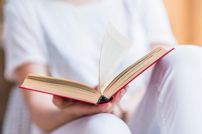 Sección media del libro de explotación de la mano de mujer
