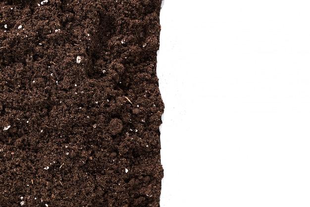 Sección de tierra o tierra aislada en blanco