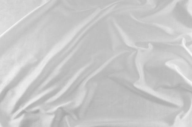 Seda blanca en olas.