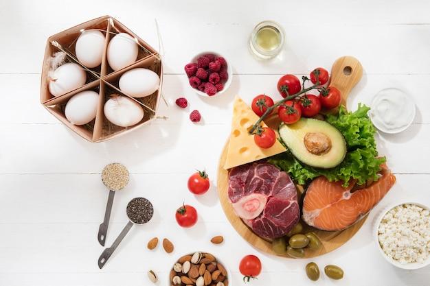 Selección de alimentos dietéticos cetogénicos bajos en carbohidratos