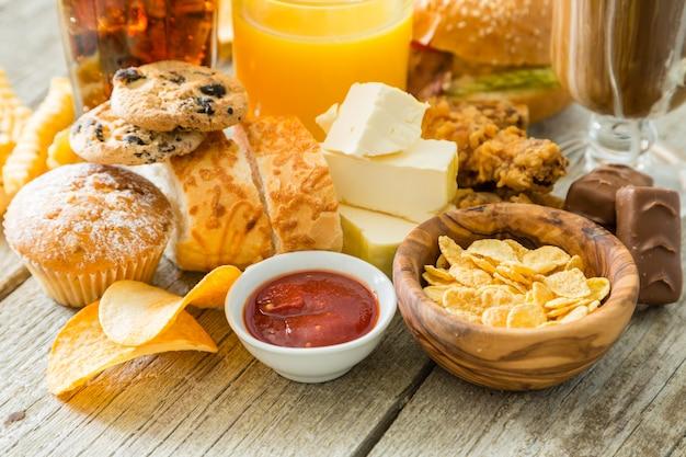 Selección de alimentos que son malos para tu salud.