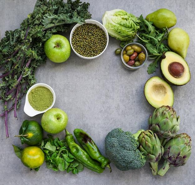 Selección de comida verde saludable para vegetarianos