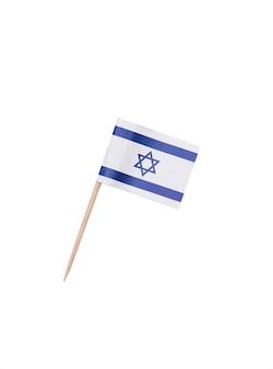 Selección de dientes con una bandera de papel de israel, bandera israelí en un palillo de madera aislado en blanco