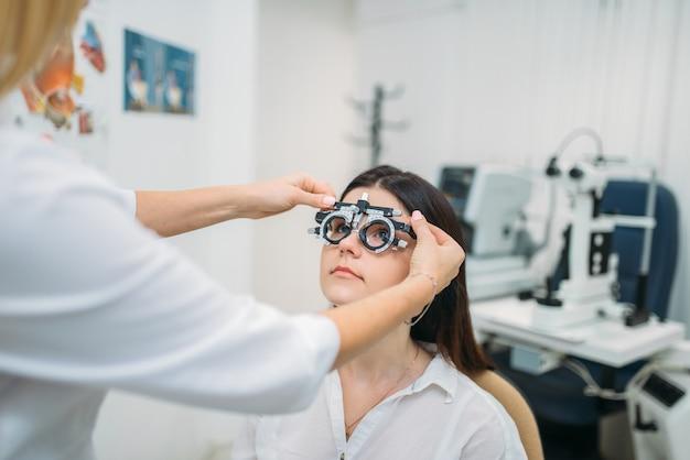 Selección de dioptrías, elección de gafas, prueba de visión