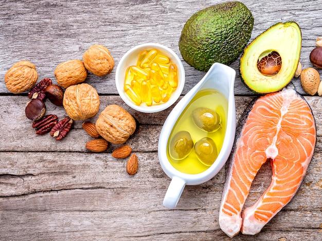 Selección de fuentes alimenticias de omega 3 y grasas insaturadas.