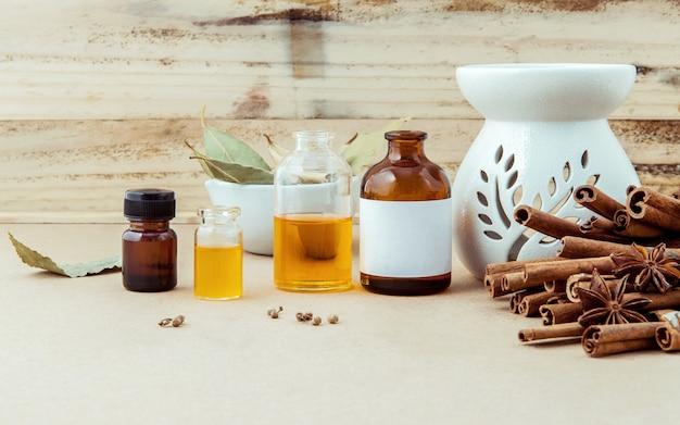 Selección de fuentes de alimentos de omega 3 y grasas insaturadas en el fondo de madera.