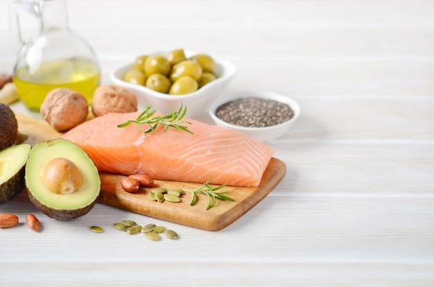 Selección de grasas insaturadas saludables.