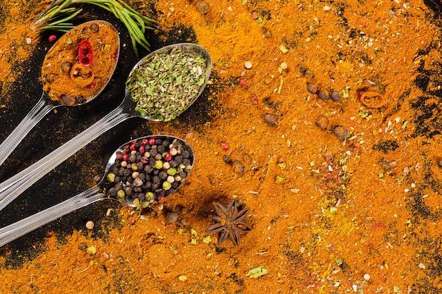Selección de hierbas y especias: cocina, alimentación saludable