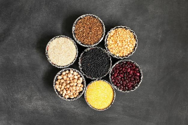 Selección de varios cereales coloridos