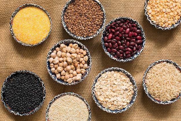 Selección de varios colores cereales vista superior