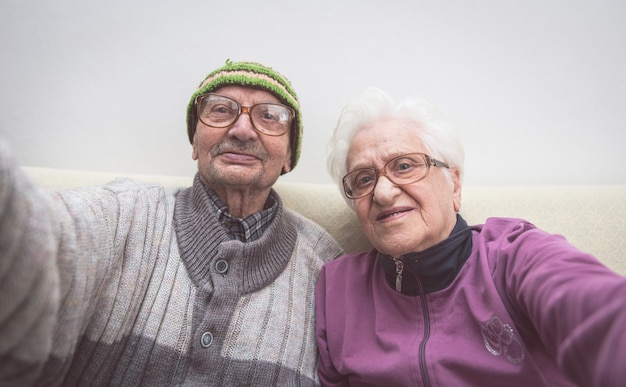 Selfie pareja de ancianos