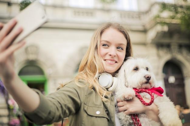 Selfie con un perro lindo
