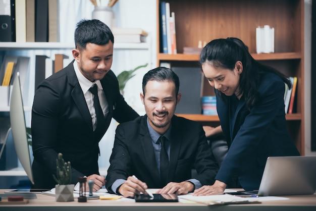Sello aprobado por la empresa, documento de permiso y concepto de certificado