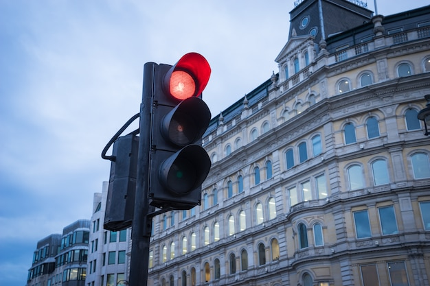 Semáforo en transporte urbano en londres