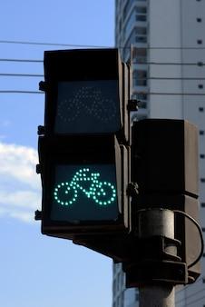 Semáforo en verde para bicicleta