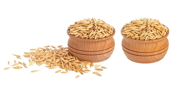 Semillas de avena aisladas en blanco, grano de avena