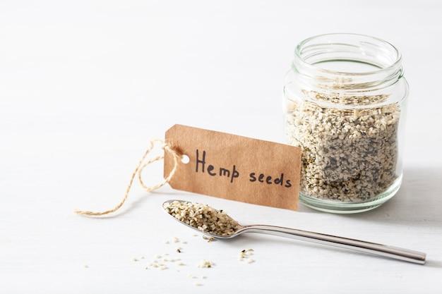 Semillas de cáñamo sin cáscara, suplemento de superalimento saludable