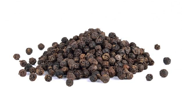 Semillas de pimienta negra aisladas