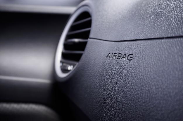Señal de airbag de seguridad en el coche. Foto Premium