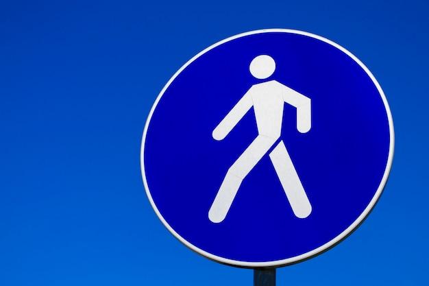 Señal de carretera para peatones