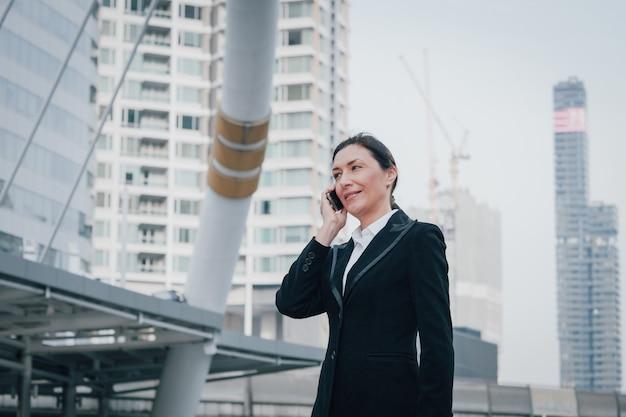 Senior mujer de negocios portriat