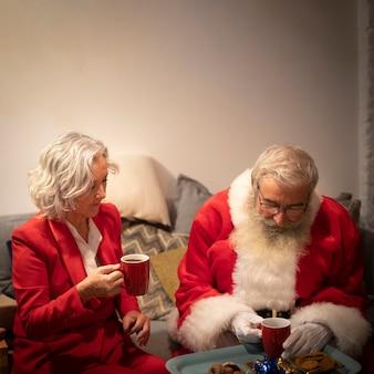 Senior pareja de navidad juntos