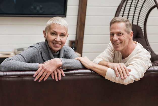 Senior pareja pasar tiempo juntos