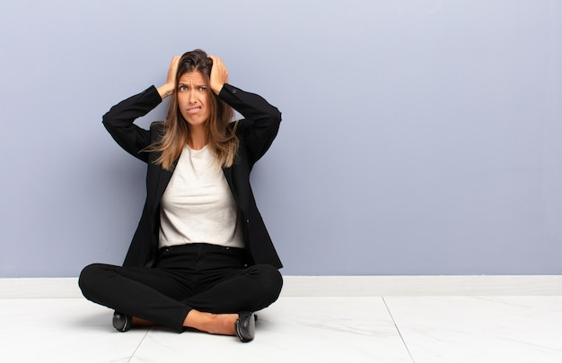 Sentirse frustrado y molesto, enfermo y cansado del fracaso, harto de tareas aburridas y aburridas