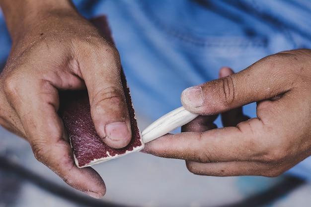 Señuelos de pesca hechos a mano.