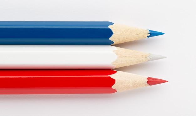 Serbia montenegro bandera hecha de lápices de colores