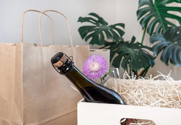 Servicio de entrega bolsa de embalaje caja envío copas de vino paja de madera
