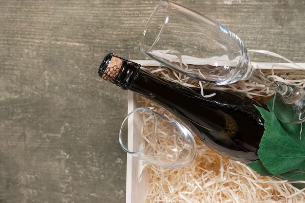 Servicio de entrega caja de embalaje envío copas de vino paja de madera