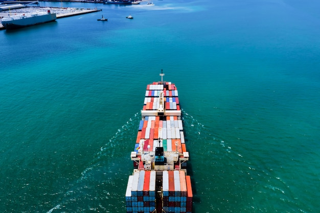 Servicios comerciales entrega envio contenedor internacional mar abierto