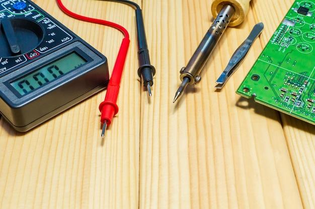 Servicios para la producción de electrónica y reparación.