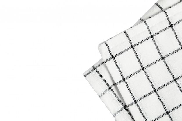 Servilleta de tela doblada aislado sobre fondo blanco.