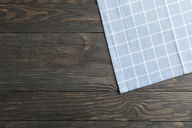 Servilleta de tela sobre fondo de madera, espacio para texto