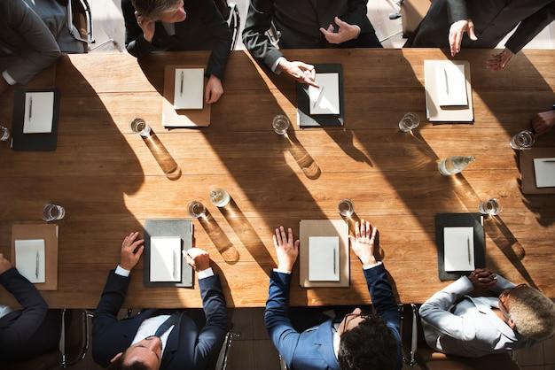 Sesión de negocios diversa
