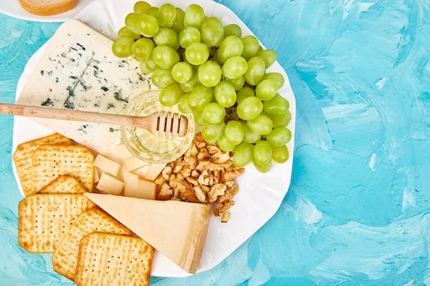 Set de aperitivos de vino italiano antipasti.