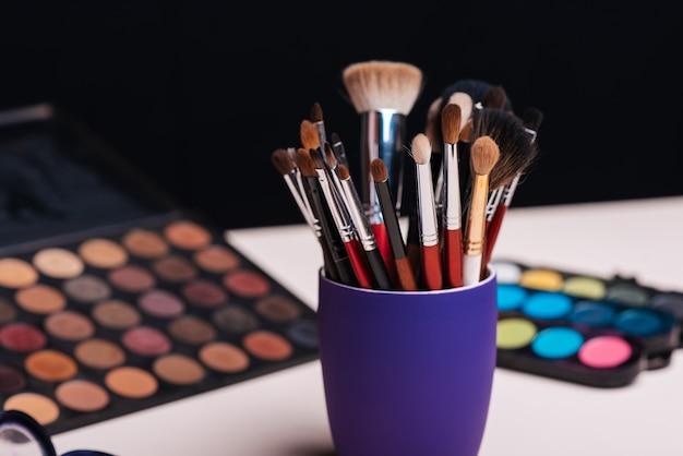 Set de cosmética femenina para maquillaje
