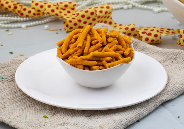 Sev picante es un aperitivo gujarati popular